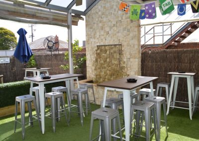 Outdoor-beer-garden-in-geelong-St-George-Workers-Club-drinks-TAB-pokies